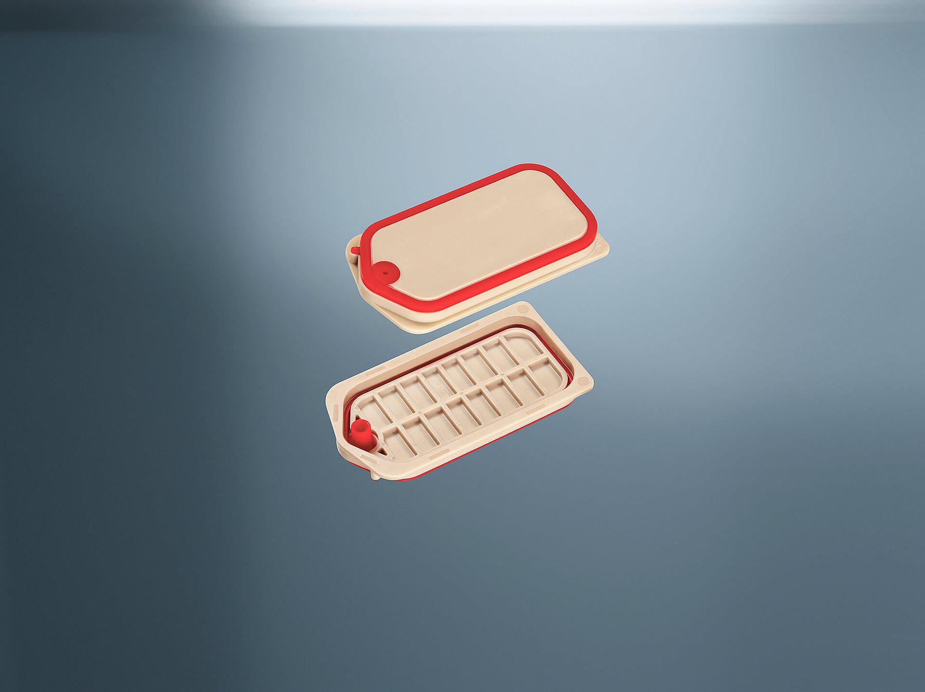Bei der 2K-Spritzgusstechnologie wird ein Vorspritzling, welcher aus Silikon oder Thermoplast bestehen kann, unter Verwendung von Flüssigsilikon umspritzt